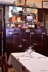 salle-tables-marbre-bois